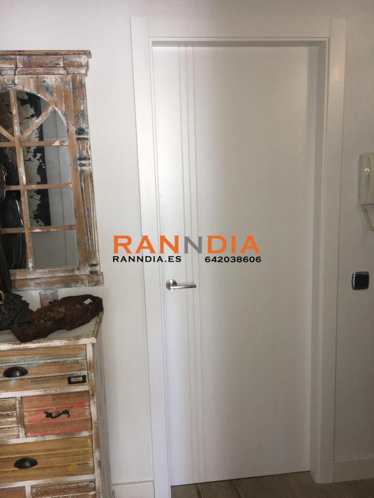 puerta blanca 3 líneas benalmadena